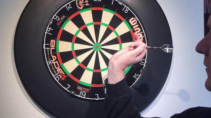 How to Hold a Dart